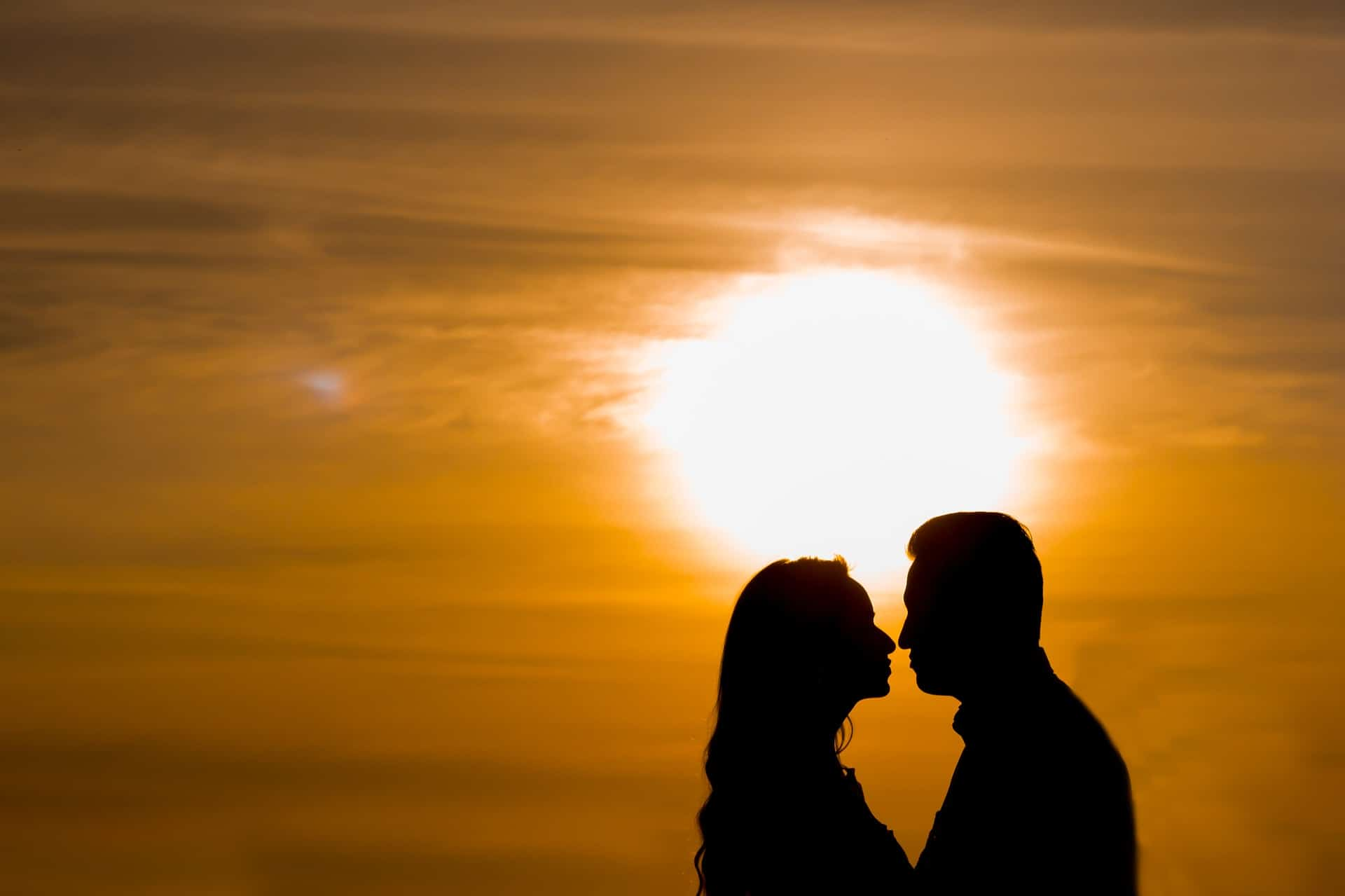 How to be romantic in a relationship?